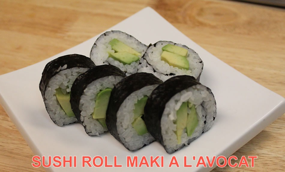 Rouleau sushi maki à l'avocat, recette sushi roll futomaki avec kit roller